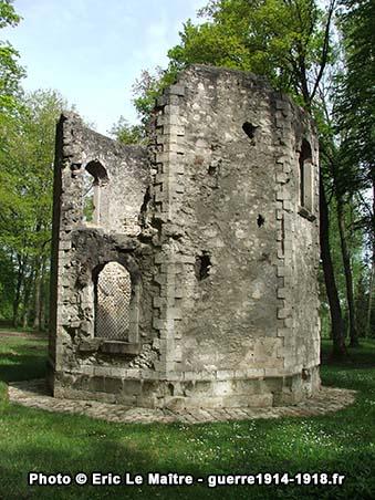 Les ruines de l'ancien pavillon de chasse du bois Belleau