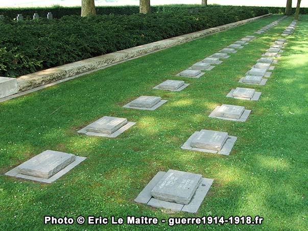 Sépultures au cimetière militaire allemand de Belleau