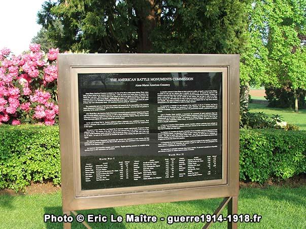 Le panneau d'information à l'entrée du cimetière américain Aisne-Marne à Belleau