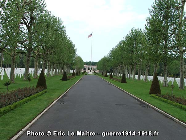 Allée centrale du cimetière américain Oise-Aisne