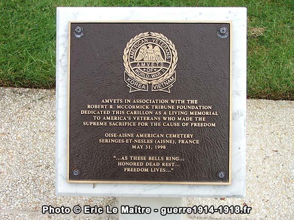 Stèle commémorative au cimetière américain Oise-Aisne