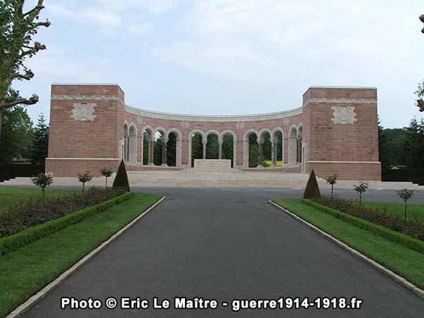 Le mémorial du cimetière américain Oise-Aisne