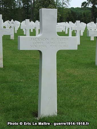 Tombe d'un caporal américain au cimetière américain Oise-Aisne