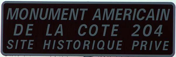 Le Panneau indiquant l'entrée du monument américain de la cote 204 à Château-Thierry