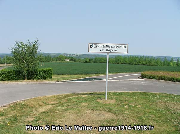 Panneau à l'entrée du site de la Royère à Filain