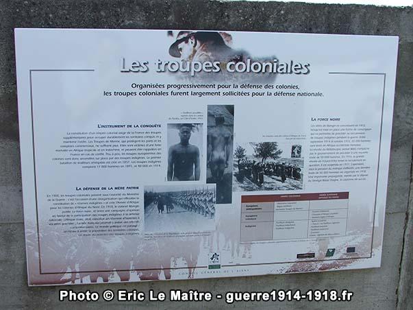 Panneau touristique du site de la Royère à Filain