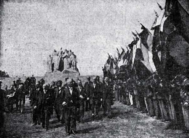 Inauguration du monument de la butte de chalmont en 1935
