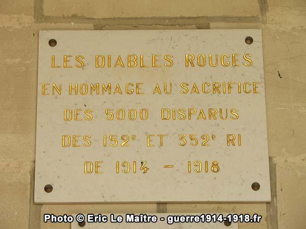Plaque en hommage aux disparus des 152e et 352e RI de 1914-1918