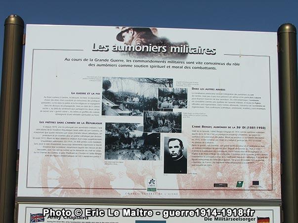 Les aumôniers militaires - Un des quatre panneaux d'informations destinés aux visiteurs