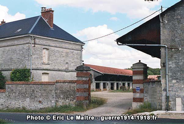 Le portail d'entrée de la ferme d'Hurtebise