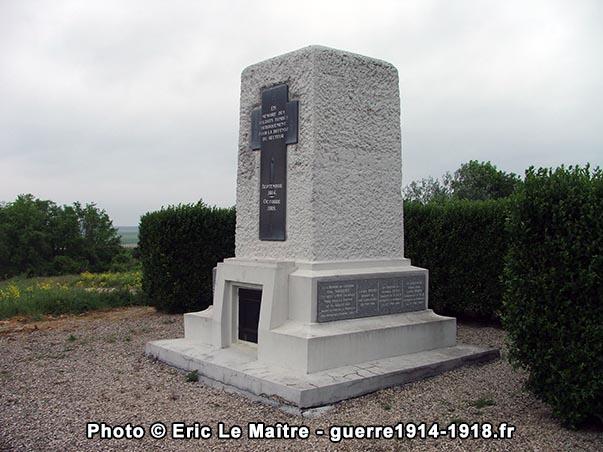 Monument-ossuaire de la ferme d'Alger, côté Est