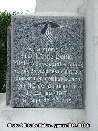 Plaque commémorative à la mémoire de l'aviateur René Dorme