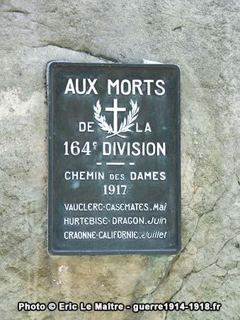 Plaque commémorative du monument de la 164ème division