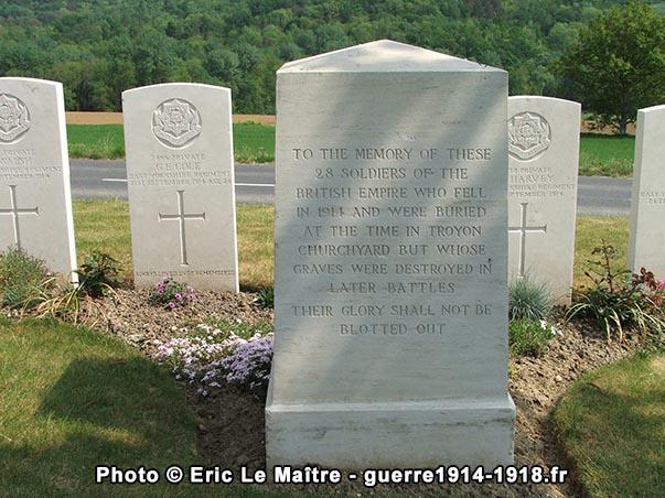 Stèle à la mémoire de 28 soldats britanniques tombés en 1914