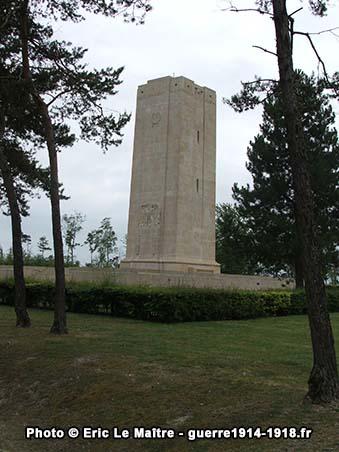 Le monument américain de Sommepy vu de 3/4 face