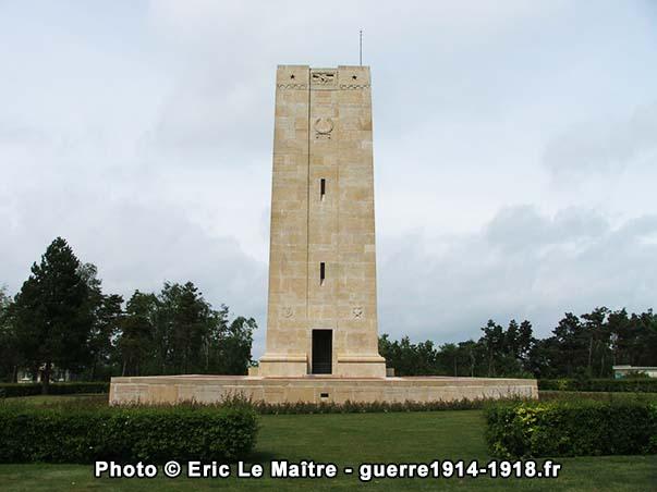Vue arrière du monument américain de Sommepy