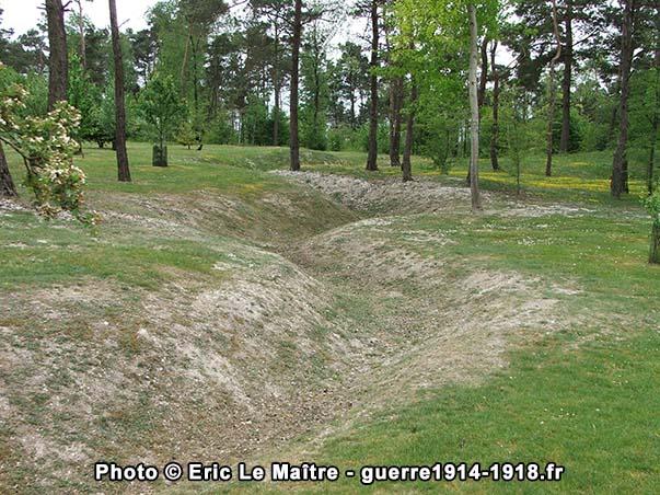 Les restes d'une tranchée vestige de la Grande Guerre