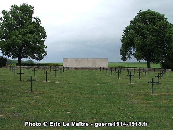 L'ossuaire du cimetière militaire allemand de Saint-Etienne-à-Arnes