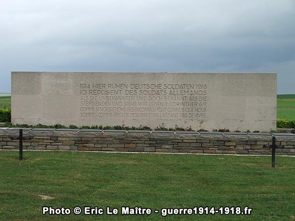 L'ossuaire du cimetière allemand de Saint-Étienne-à-Arnes