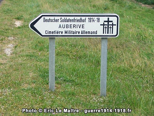 Panneau indiquant l'entrée du cimetière militaire allemand d'Aubérive