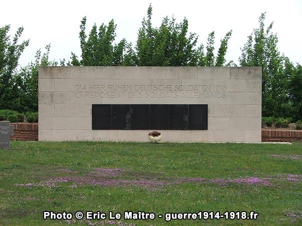 L'ossuaire du cimetière militaire allemand d'Aubérive