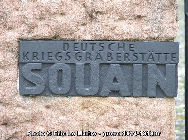 Plaque à l'entrée du cimetière militaire allemand de Souain-Perthes-lès-Hurlus