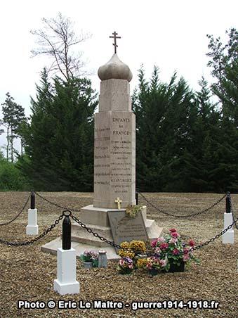 Vue rapprochée du Monument du 2ème régiment spécial russe de Saint-Hilaire-le-Grand