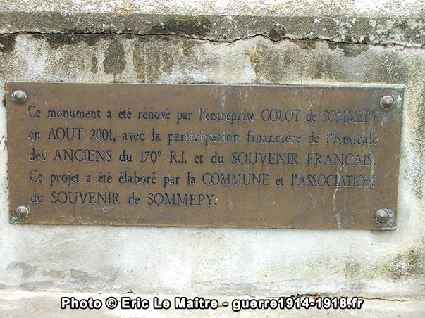 Plaque rappelant la rénovation du monument effectuée en août 2001