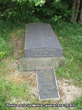 Tombe de Georges Emile Estival de la 333ème compagnie de chars d'assaut