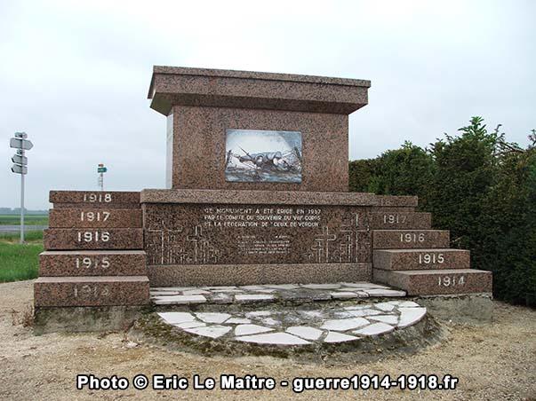 La face arrière du monument commémoratif des offensives d'avril 1917
