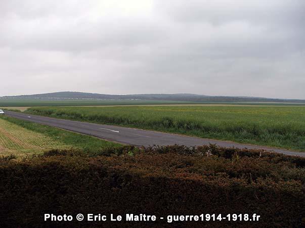 Vue panoramique depuis le monument en direction des monts Cornillet et Blond