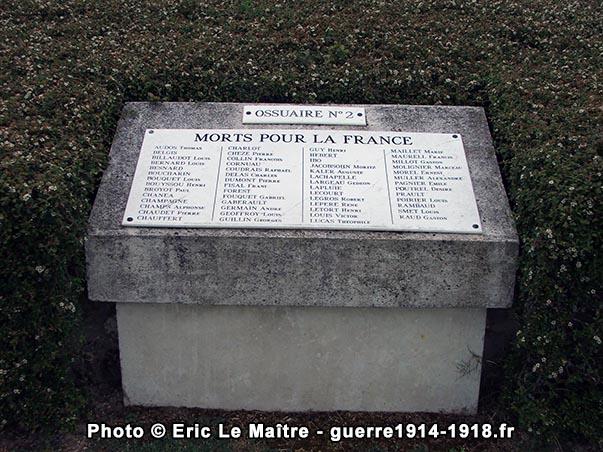 Photographie de l'ossuaire n°2 de la nécropole nationale d'Aubérive