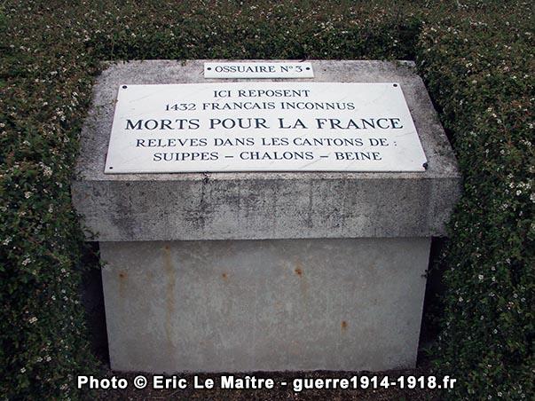 Photographie de l'ossuaire n°3 de la nécropole nationale d'Aubérive