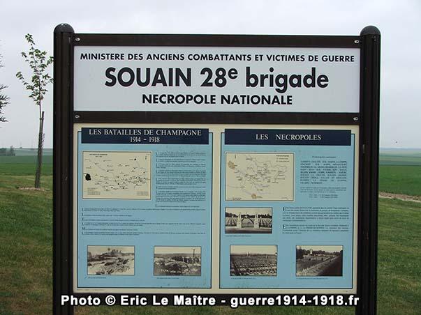 Panneau d'information pour les visiteurs de la nécropole de la 28ème brigade