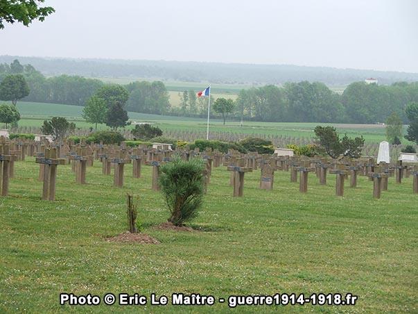 Une autre vue de la nécropole de la Crouée depuis le haut du cimetière français