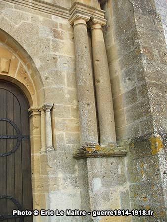 Impacts de balles sur la façade Ouest de l'église Saint-Martin à Sommepy-Tahure