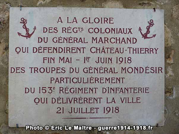 Plaque à la mémoire des régiments coloniaux et du 153ème régiment d'infanterie
