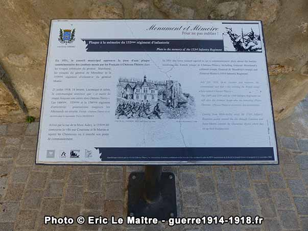 Pupitre dédié à la plaque en mémoire du 153ème régiment d'infanterie