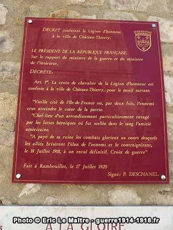 Plaque reproduisant le décret conférant la Légion d'Honneur à la ville de Château-Thierry