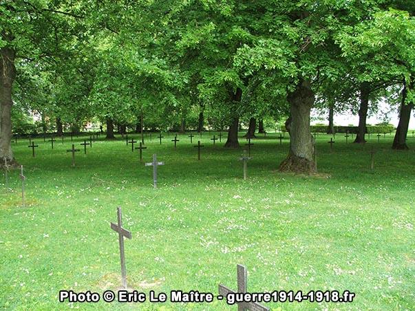 Première vue cimetière allemand de La Neuville-en-Tourne-à-Fuy