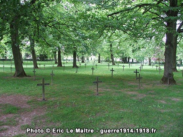 Seconde vue cimetière allemand de La Neuville-en-Tourne-à-Fuy