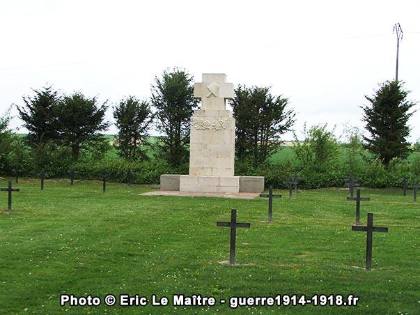 Monument aux morts du cimetière militaire allemand d'Aussonce