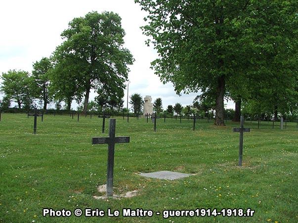 Seconde vue de l'intérieur du cimetière militaire allemand d'Aussonce
