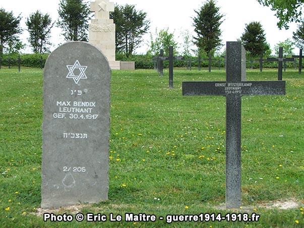 Sépultures des lieutenants Max Bendix et Ernst Westerkamp, tous les deux tombés le 30 avril 1917