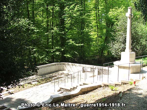 """Vue générale du cimetière militaire britannique """"Guards Grave"""" à Villers-Cotterêts"""