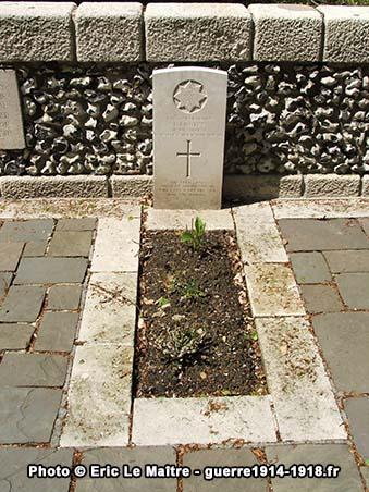 Tombe de E. Lucitt tué le 14 septembre 1914
