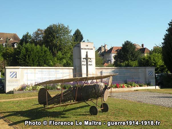 L'avion de la Grande Guerre et le mémorial de la 3ème Division américaine à Château-Thierry