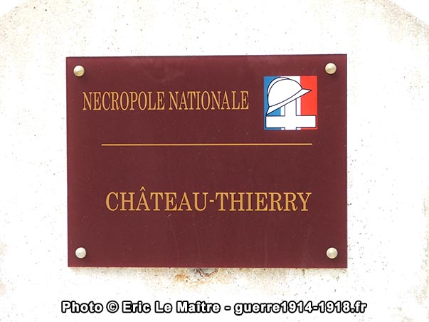 Plaque à l'entrée de la nécropole nationale militaire de Château-Thierry