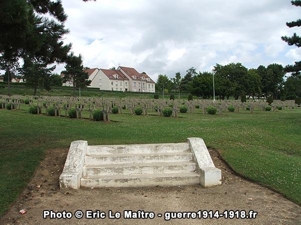 Entrée secondaire de la nécropole nationale militaire des Chesneaux