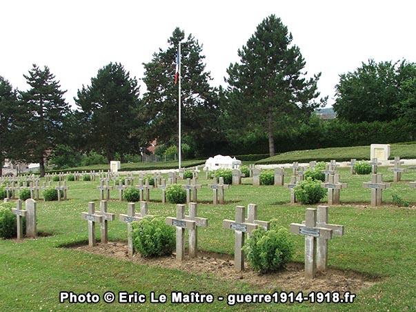 Vue de la nécropole en direction du Le linceul du sculpteur Achille Jacopin